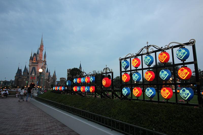パーク内の提灯にも明かりがともってさらに雰囲気がアップ