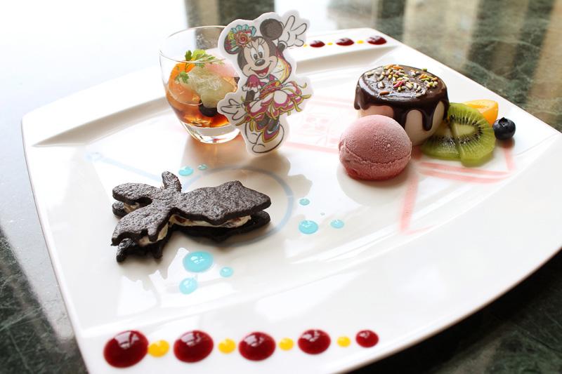 「ミニーマウス デザートメドレー」(1650円)