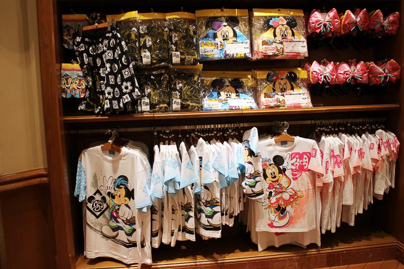 Tシャツ、ハーフパンツなど彩涼華舞はアパレル類も充実