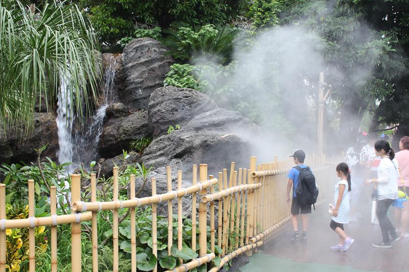 霧状の水が噴き出すクールスポットがパーク内5カ所にある