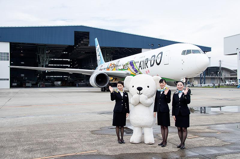 客室乗務員とベア・ドゥとベア・ドゥ北海道JETの競演