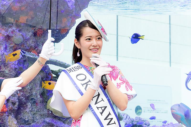 「大型水槽で泳ぎまわる美ら海の生き物たちや体験イベントをとおして一足早い沖縄の夏を皆さまに存分に楽しんでいただきたい」と2016 ミス沖縄 コバルトブルー 森田久美子氏