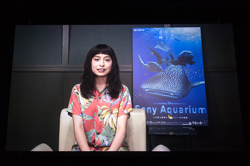 主人公「ジン」の声を務めたのはアーティストのトミタ栞さん