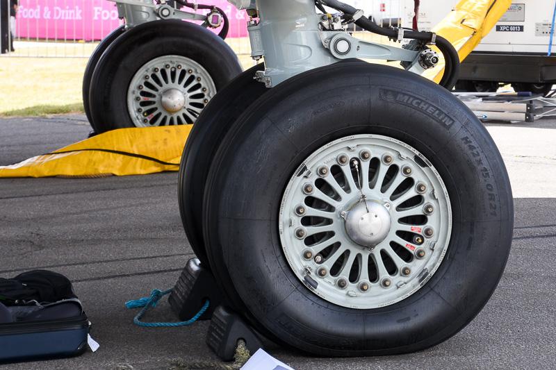 タイヤはノーズギア、メインギアともにミシュラン製