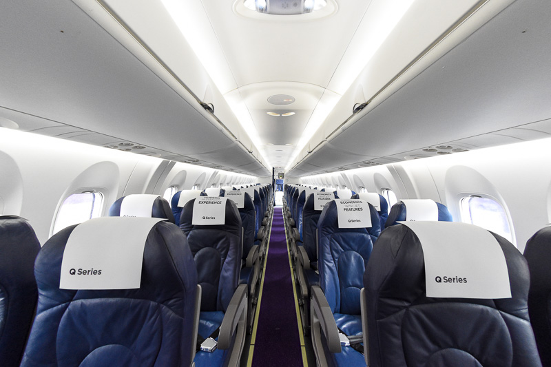 flybeが運航するQ400の客室。モノクラス仕様