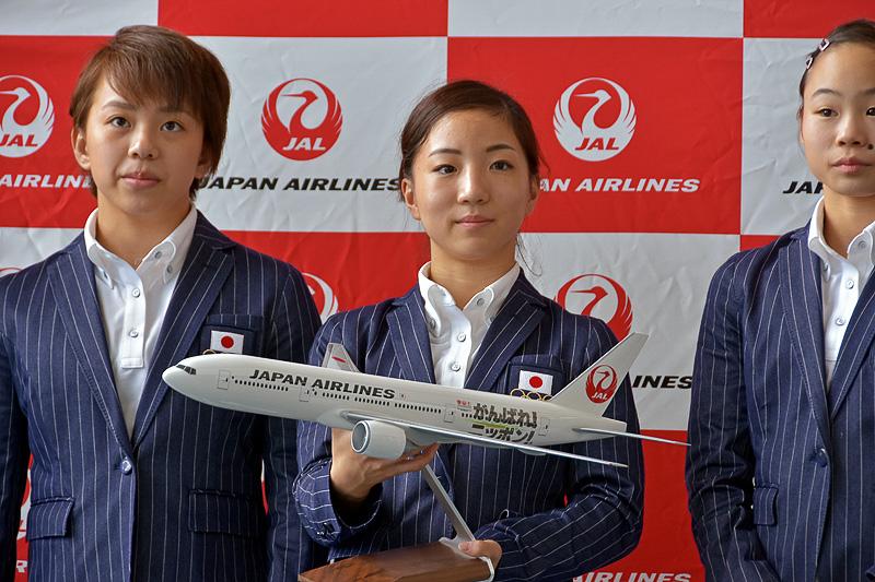 「JALがんばれ!ニッポン! JET」モデルプレーンの贈呈