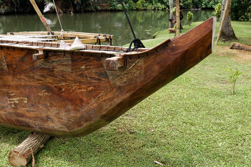 作っていたのはこの舳先の斜め部分だという。カヌー1艘が完成するまで4カ月、大型のものは8カ月はかかるとのこと