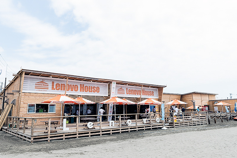 由比ガ浜海水浴場にオープンしたLenovo House at Quick Silver