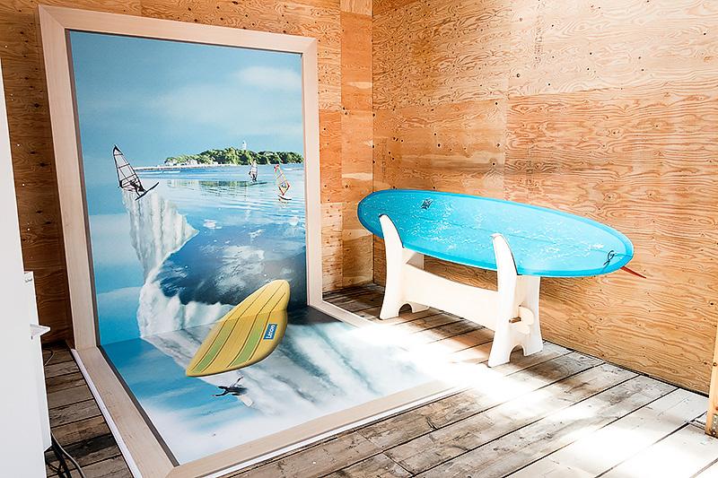 海の家の中に撮影用の3Dアートコーナーが設けられている