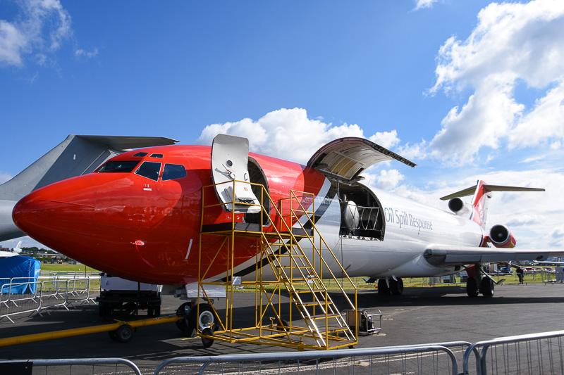 地上展示中のボーイング 727型機