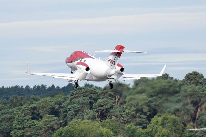 展示を終え、帰国のために離陸したHondaJet