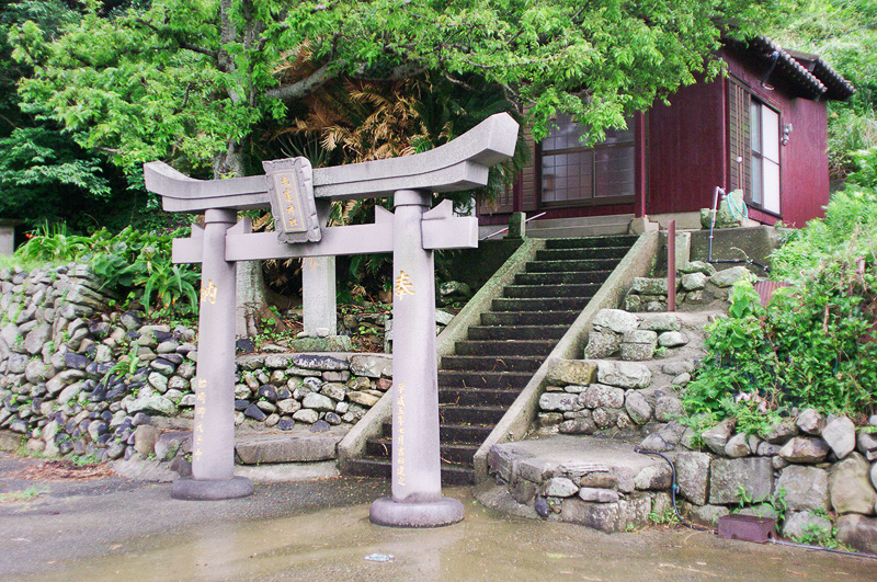 海の町・船崎には塩竈神社がある。塩はうどん作りに欠かせない