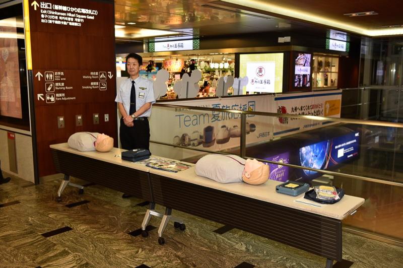AEDの体験会場は非常停止ボタン告知会場の隣