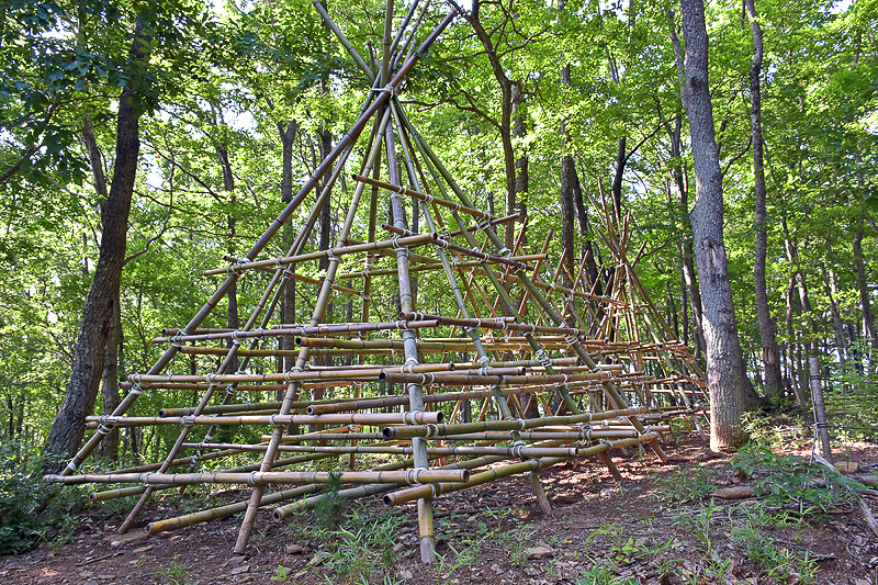 夏休み用に作られた竹でできたジャングルジム「バンブーマウンテン」