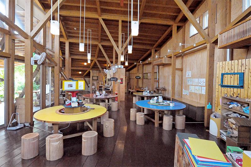 森のクラフト工房では、自然素材を材料にさまざまなアイテムを作ることができる。また、ワークショップも開催されている