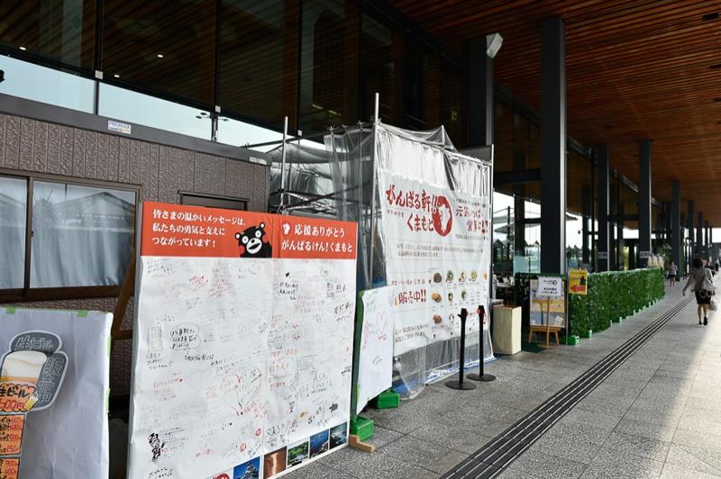 熊本空港のあちこちでは復興支援活動が行なわれている