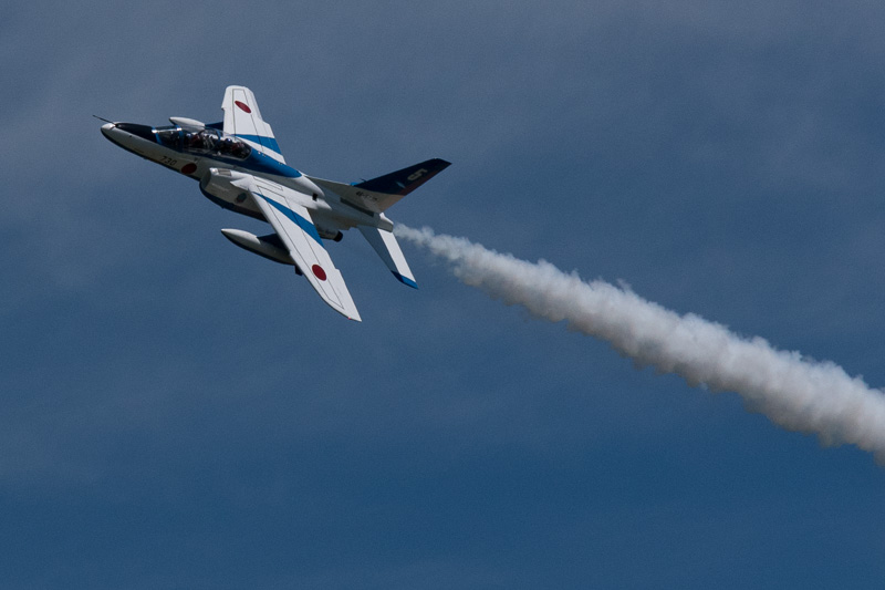 札幌 丘珠上空を飛ぶ航空自衛隊のアクロバットチーム「ブルーインパルス」