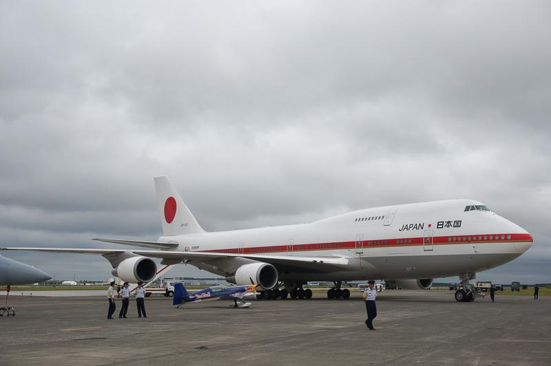 ボーイング 747-400型機をベースとした政府専用機。2機存在する。展示飛行を予定
