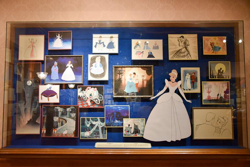 「シンデレラ」のダンスシーンを中心にドレスに関する考察が紹介されている