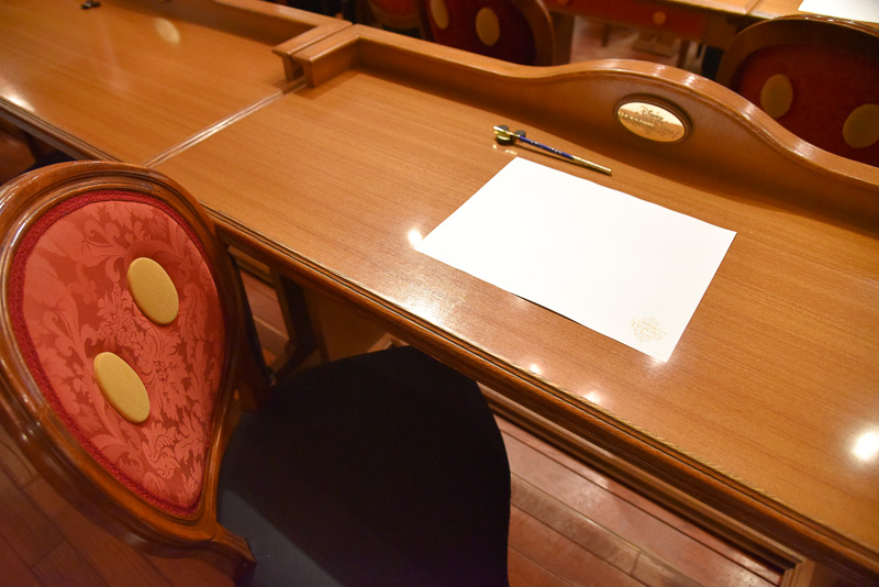 受講するゲストに配布される特製の鉛筆と画用紙