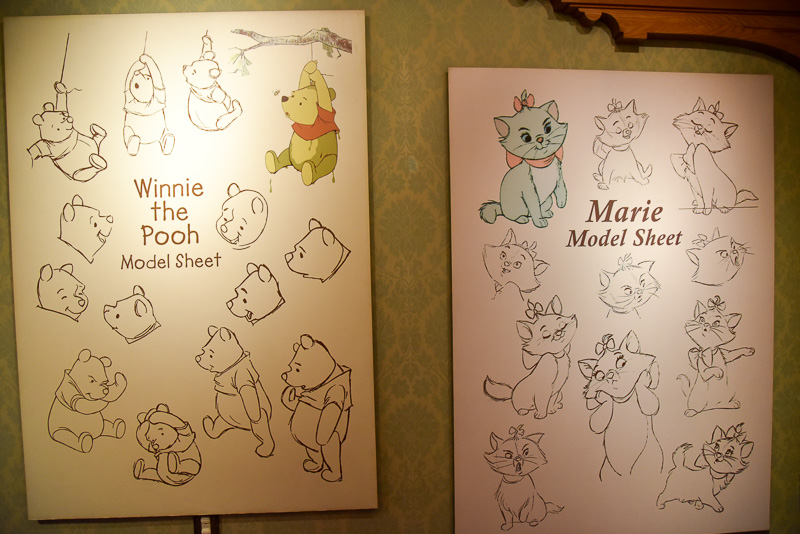 壁には各キャラクターのいろいろな表情が描かれたパネルも展示されている