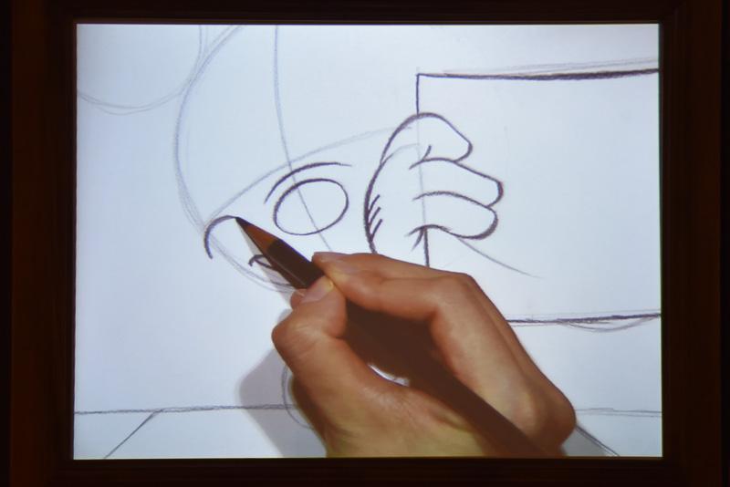 頬の部分はふっくらと。初心者でもアドバイスに従いながら描くとスラスラと描ける
