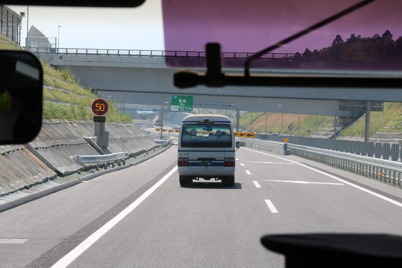新四日市JCTに近づくと車線が減少する