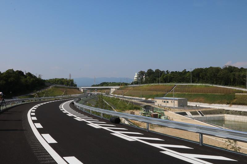 この先は東海環状道となるが、開通区間の1.4kmが東員ICと一体化しているようにも見える