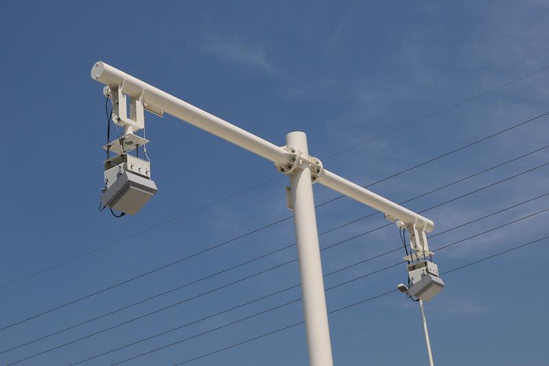 入り口のレーン通過後のアンテナにも落下防止ワイヤーを装備