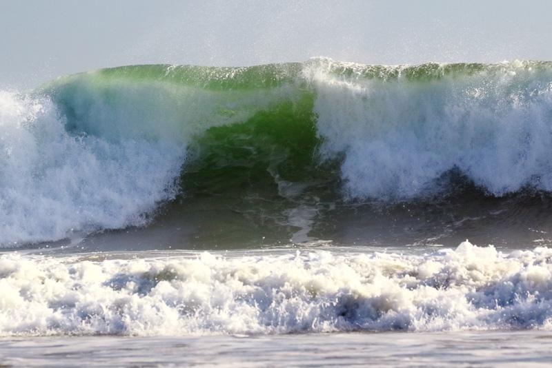 沖を見ると大きな波。これでもサーフィン初心者向きとのことです