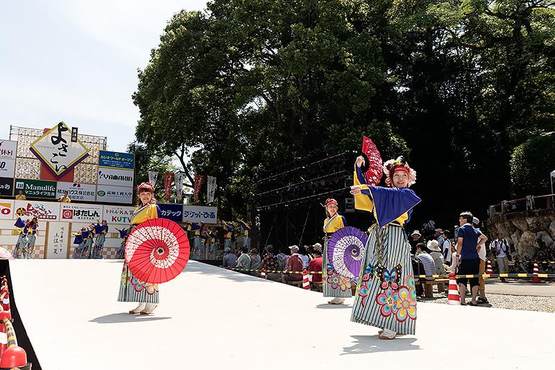 こちらは高知城に用意される「高知城演舞場」。毎年最終日の8月12日に開催される「よさこい全国大会」のステージとしても利用される