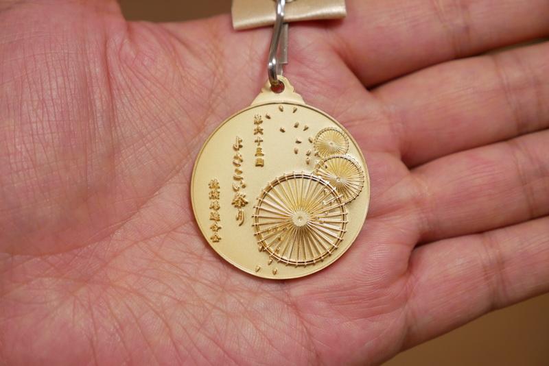 競演場や演舞場で、笑顔で元気よく踊る踊り子に贈られる「メダル」