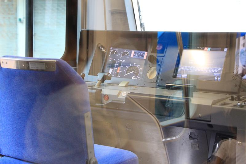 一編成の列車に自分の声で車内アナウンスを流せる車掌体験。アナウンスを流したあとに実際の車両の運転台に座り機材に触れることもできた