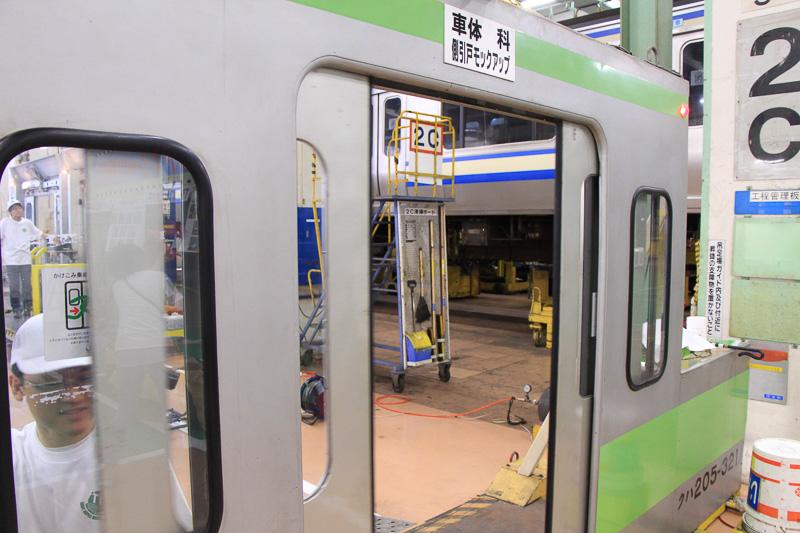 電車のドアの開閉操作の体験コーナー