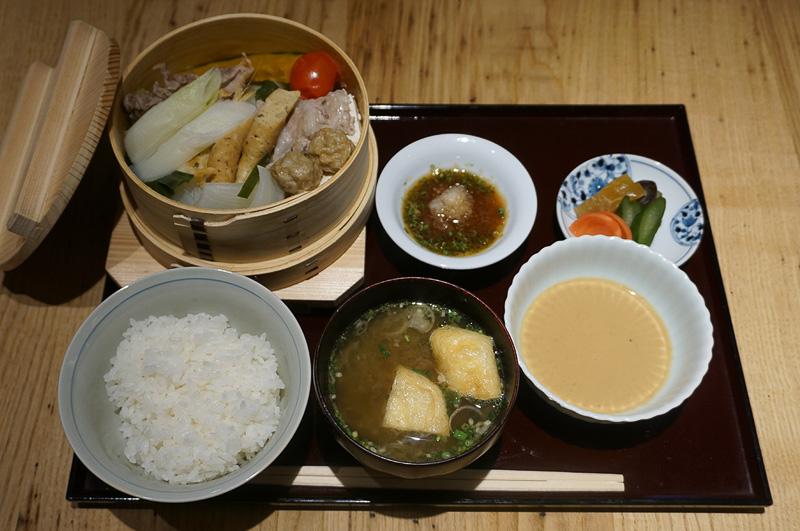 9月11日まで1日10食限定で提供される「33富山旅」特製ランチメニューのせいろ蒸し