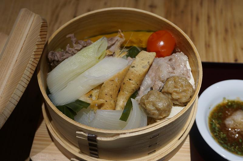せいろ蒸しは富山県産食材を使い、素材の味を活かしている