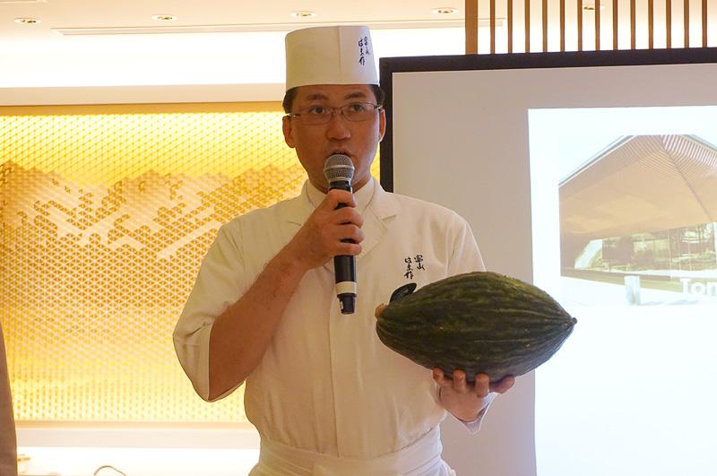 「33富山旅」特製ランチメニューを紹介する「和食レストラン 富山はま作」の料理長、浜守淳氏