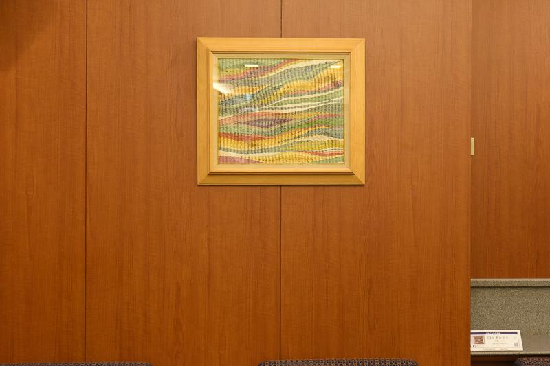 各所に三重県の工芸品を装飾に使用。これは伊賀組紐の額装