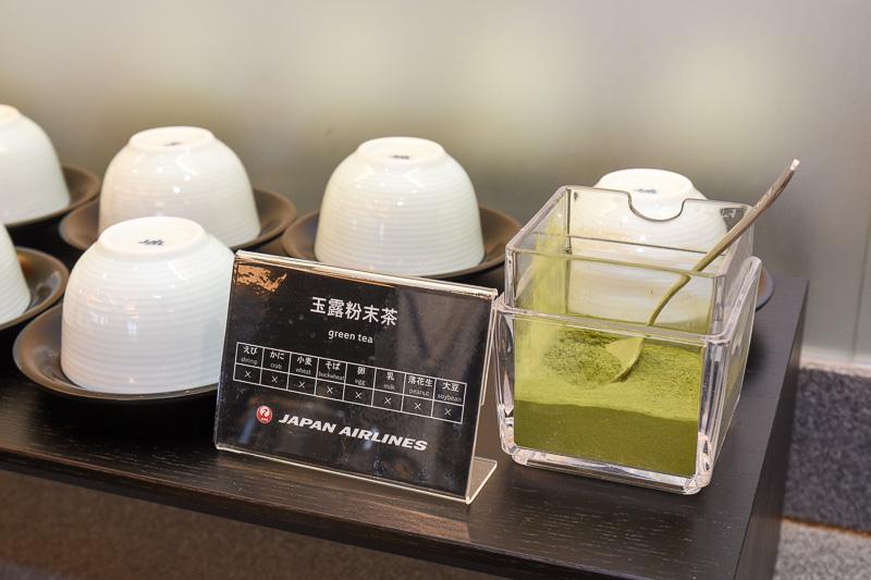 フードカウンターでは三重の「伊勢茶」も提供