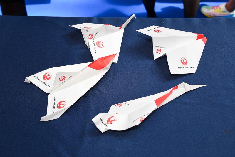 4種類の折り紙ヒコーキ。来場者が自身の手で作って、ゲームに参加する。もちろん折り紙ヒコーキは持ち帰りOK