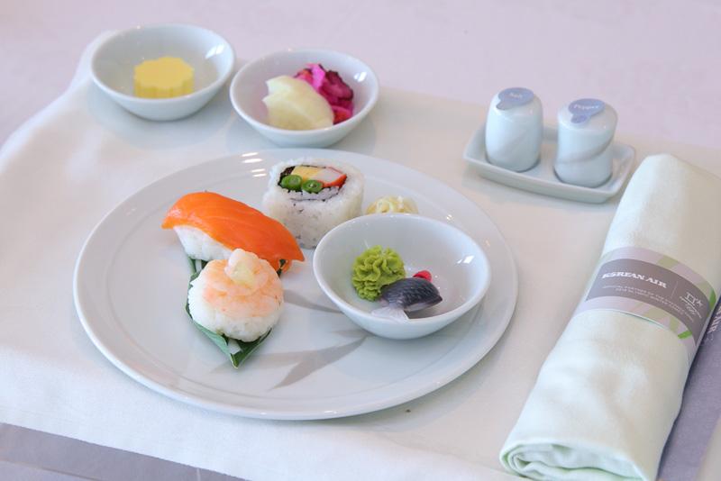 和食は寿司とうなぎの組み合わせで提供される