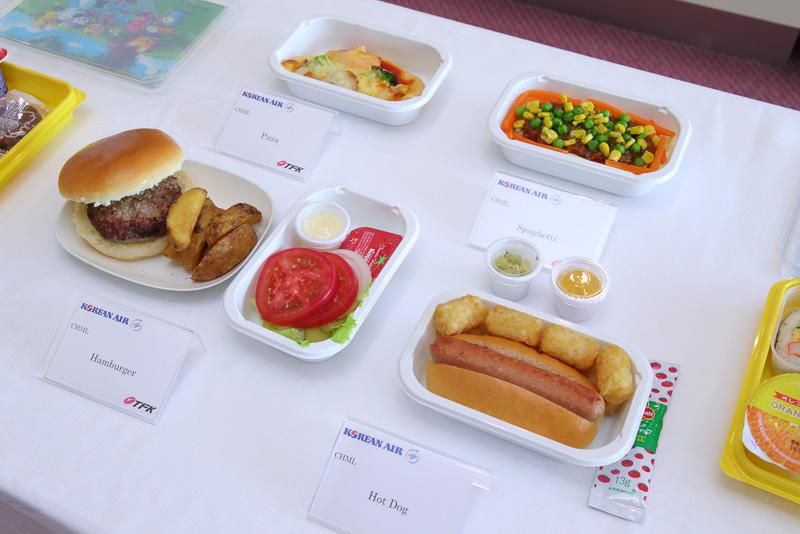 キッズメニュー(チャイルドミール)はハンバーガー、スパゲッティ、ピザ。ホットドッグから選ぶことができる