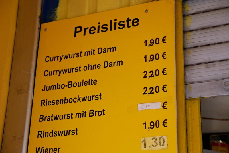 カリーブルストは1.9ユーロ(約220円)