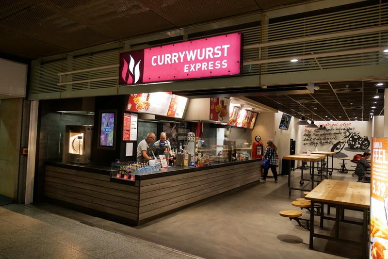 ベルリン東駅構内の「CURRYWURST EXPRESS」