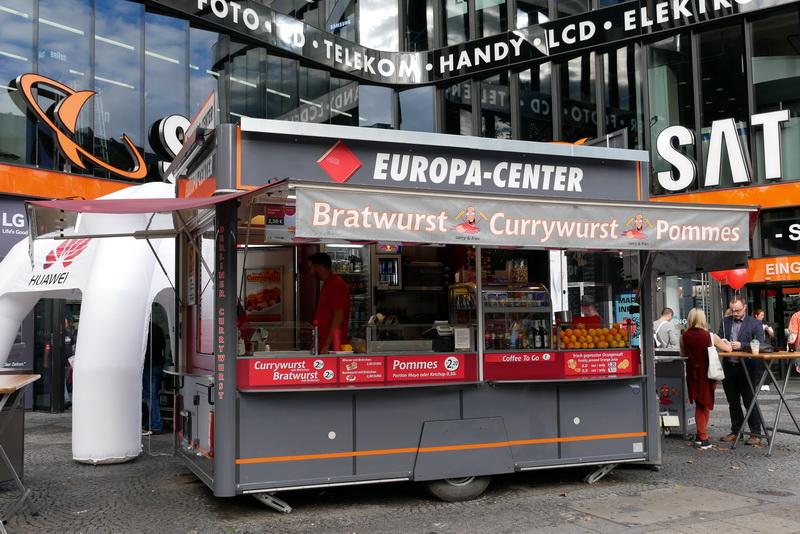 ショッピングモール「EUROPA CENTER」の横にある「EUROPA CENTER CURRYWURST」
