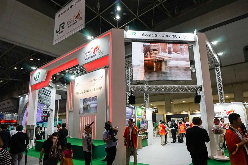 JR東日本と東北観光推進機構の合同ブース。写真左側の面はステージになっている