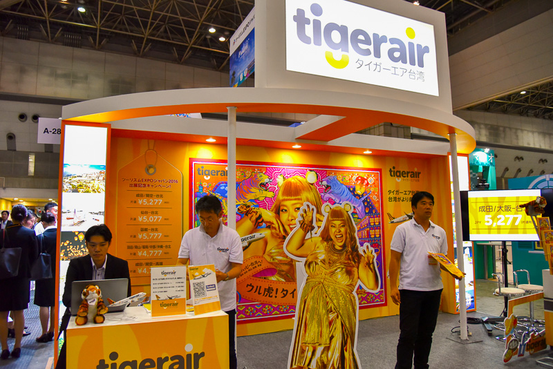 タイガーエア台湾のブースには虎に扮した渡辺直美氏のパネルを設置