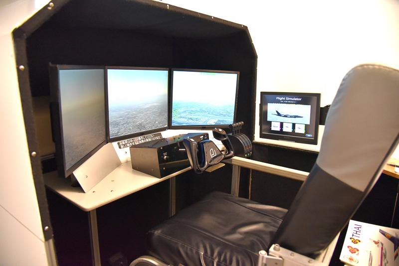 3面+頭上のディスプレイで機体の中と外から動きを確認