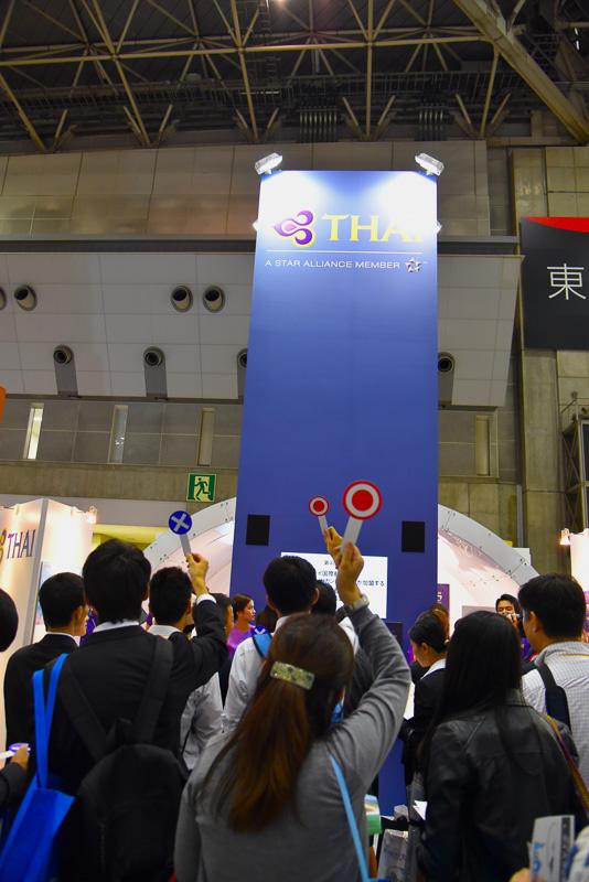 「○×クイズ大会」では前が見えない程の参加者が集まり大盛況に