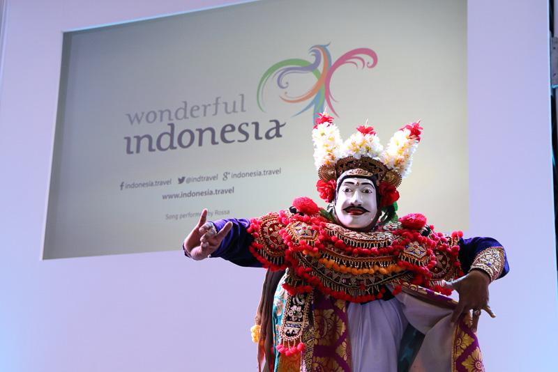 インドネシア人舞踊団によるジャワ島の仮面舞踊
